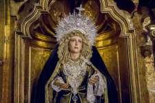 Por noviembre, los recuerdos se asoman a la mirada de la Virgen de los Dolores