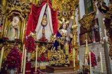 Jesús Nazareno baja de su camarín por la Festividad del Dulce Nombre de Jesús