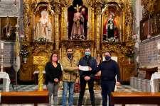 La Cofradía del Nazareno recibe la donación de la venta de las balconeras solidarias