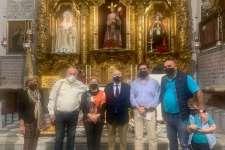 Entregados los donativos por las ventas de las balconeras solidarias del Nazareno de Santa María