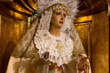 María Santísima de los Dolores, de saya y manto tisú por la Pascua de Resurrección